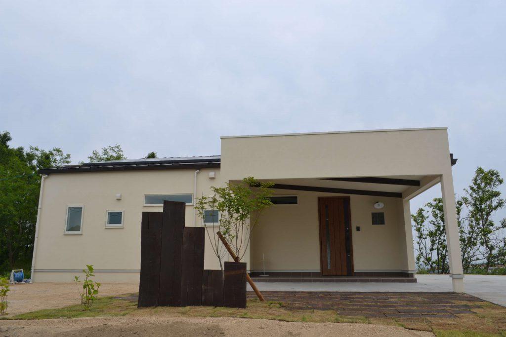 探し求めた土地に建つお気に入りの家具のある家